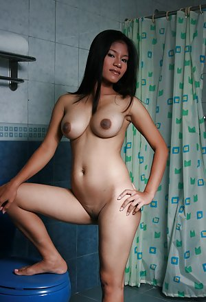 Asian Porn in Shower Pics
